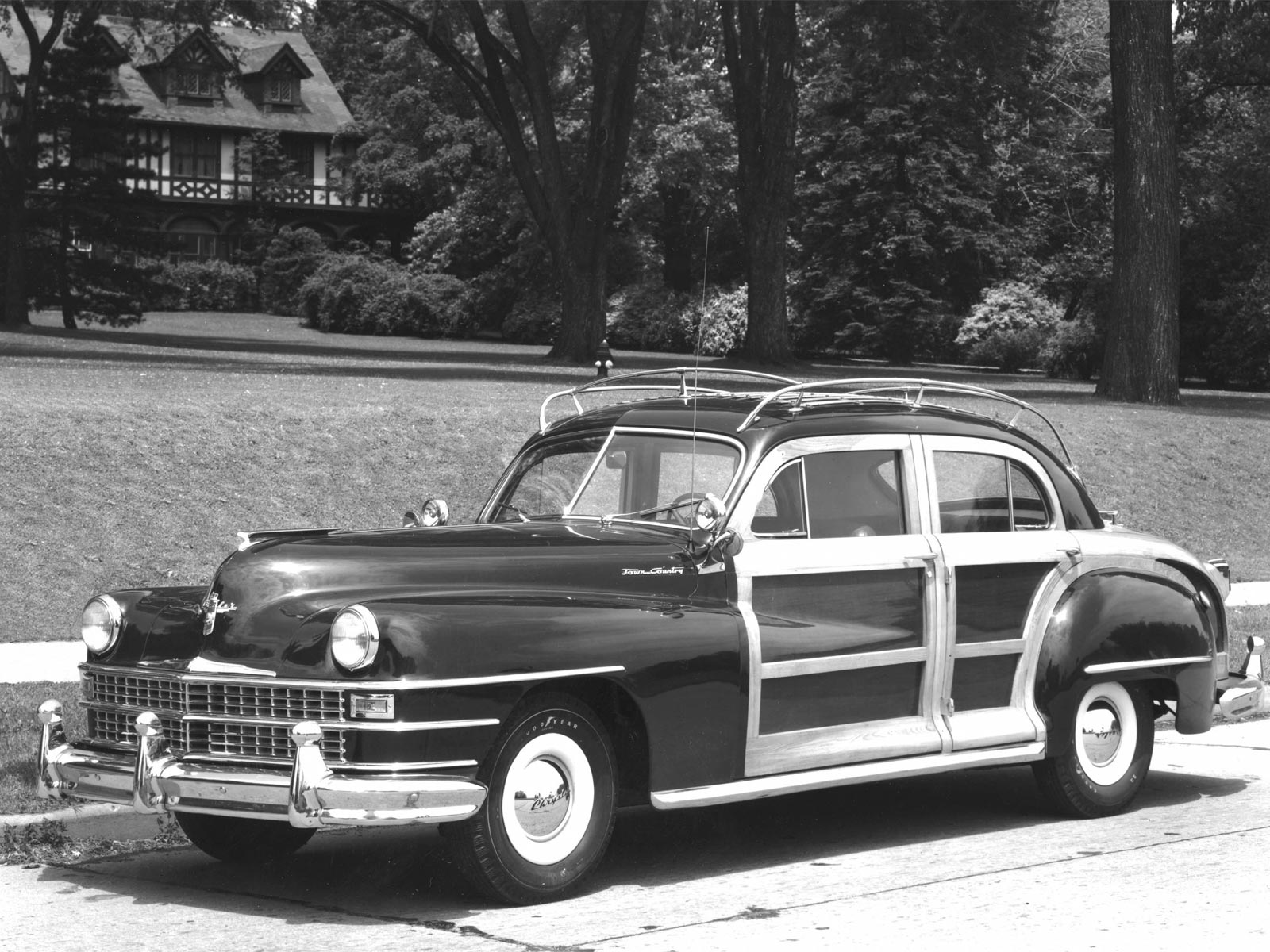 1941 1950 chrysler town country sedan autoguru. Black Bedroom Furniture Sets. Home Design Ideas