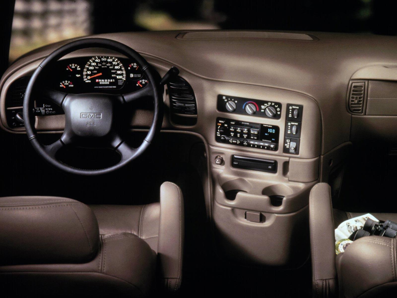 2000 GMC Safari (c) GMC