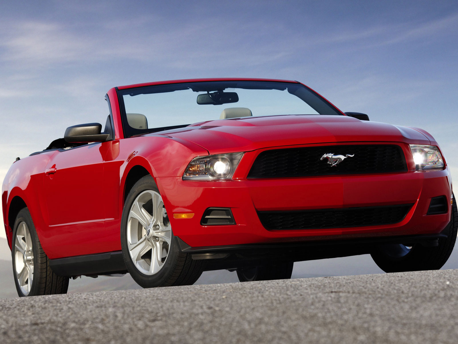2005 ford mustang cabrio autoguru. Black Bedroom Furniture Sets. Home Design Ideas