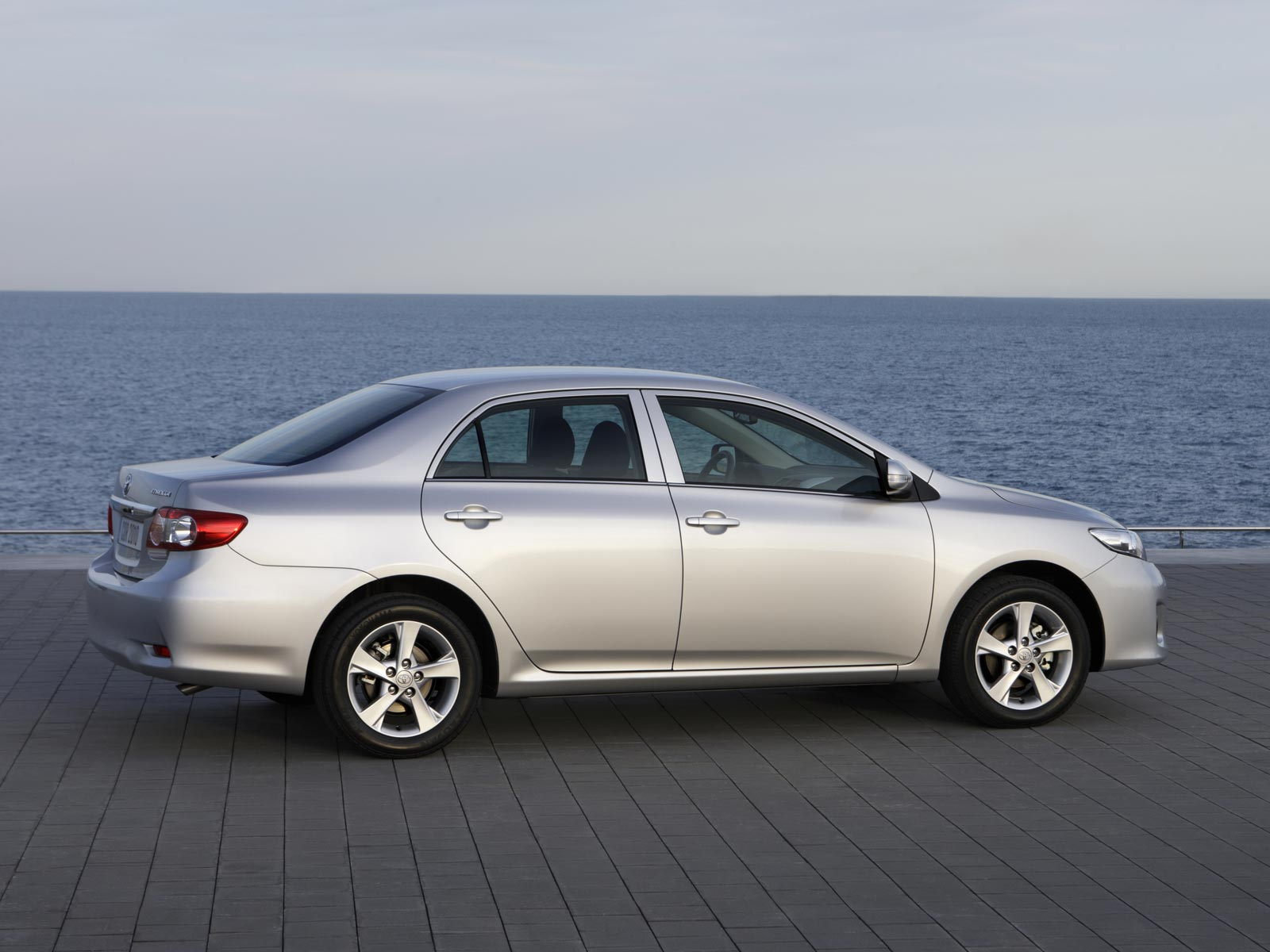 Nissan des Beispiels das 1.8 Benzin 2001