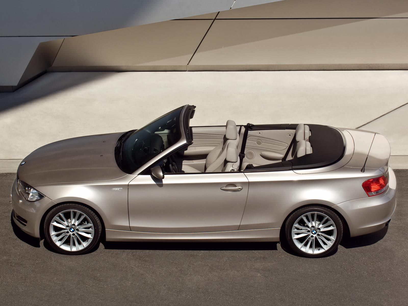 2008 2013 bmw 1er cabrio e88 autoguru. Black Bedroom Furniture Sets. Home Design Ideas