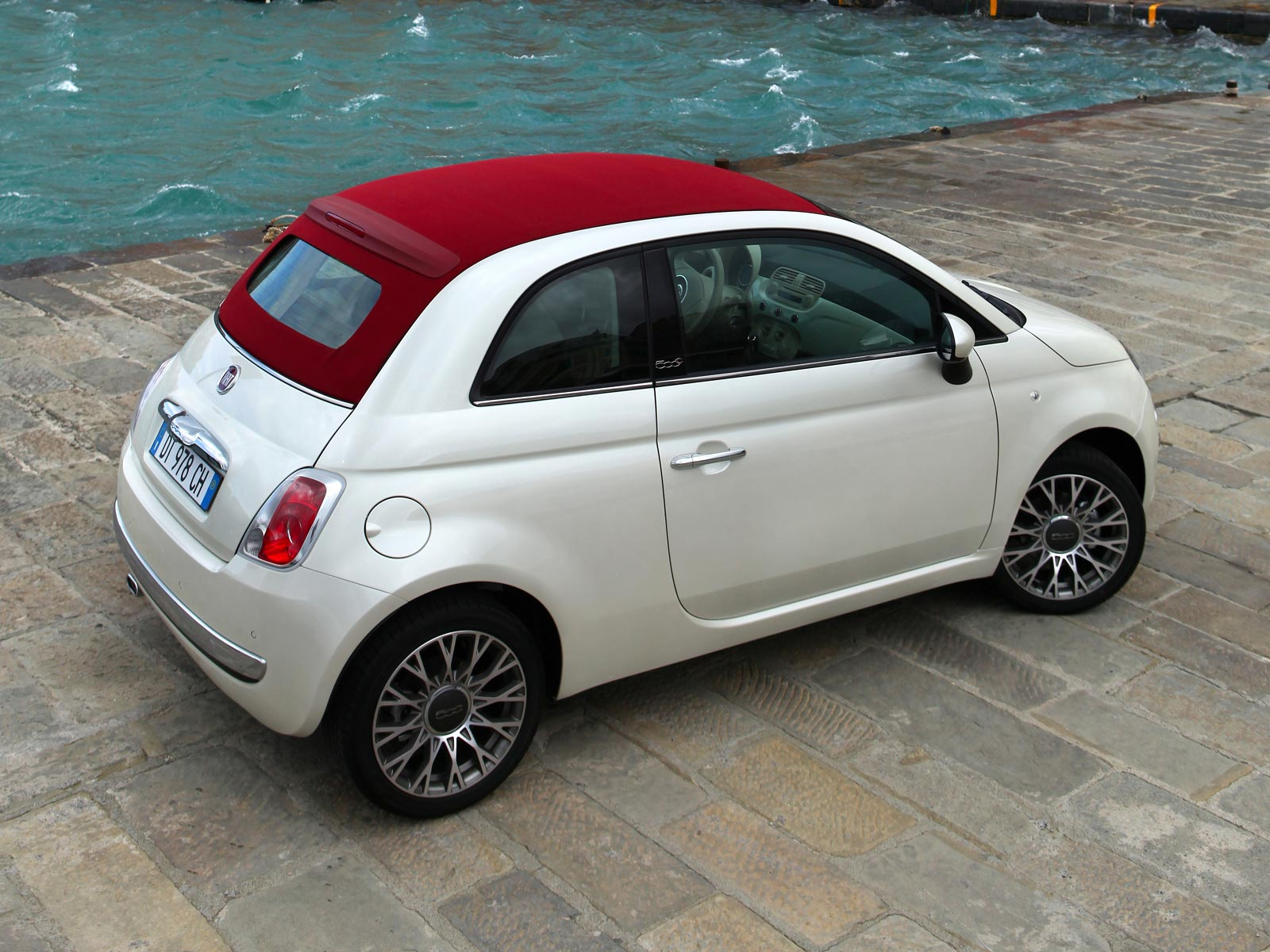 2009 fiat 500c autoguru. Black Bedroom Furniture Sets. Home Design Ideas