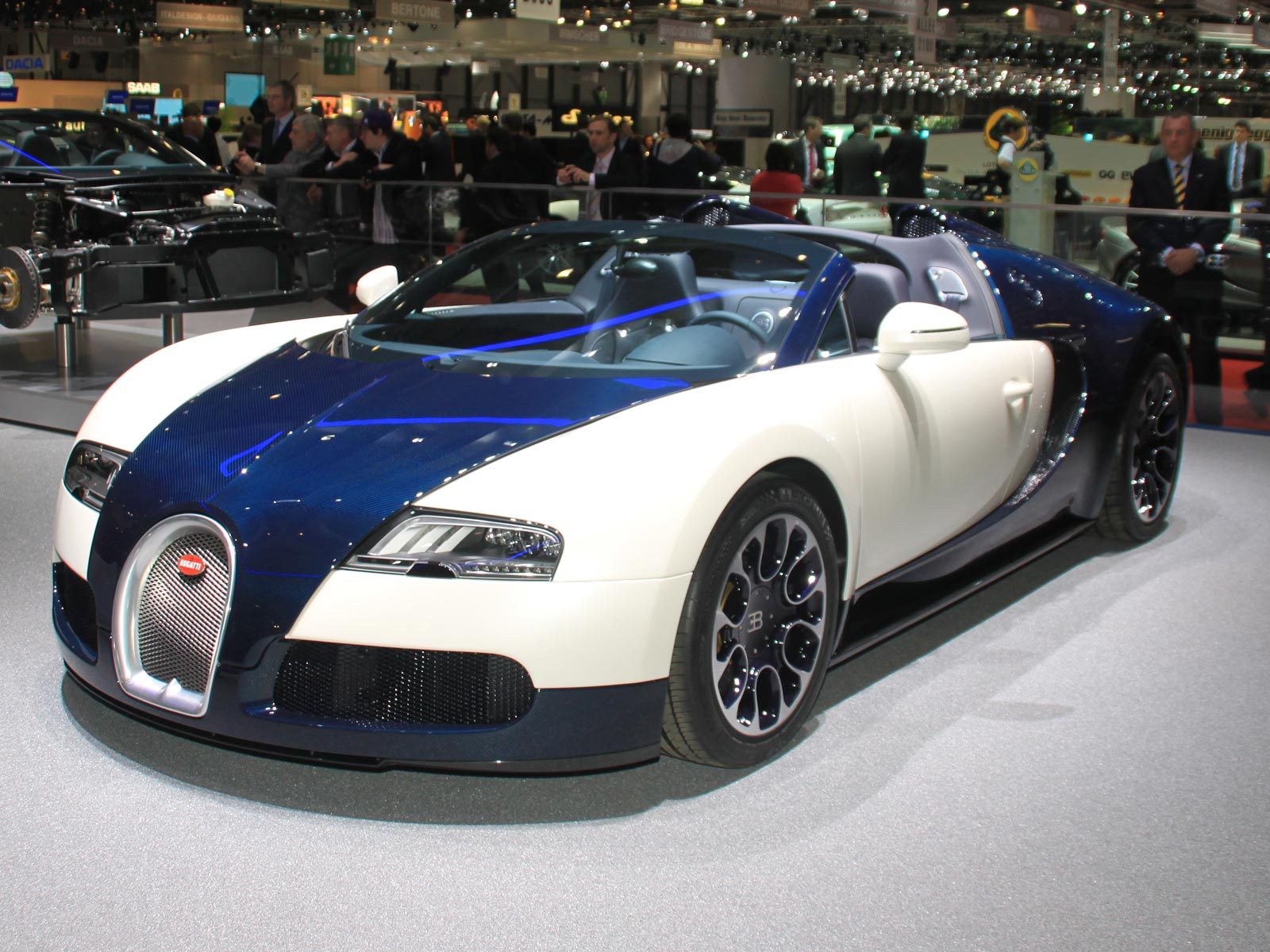 2010_roadster_4 Astounding Bugatti Veyron Grand Sport Vitesse Geschwindigkeit Cars Trend