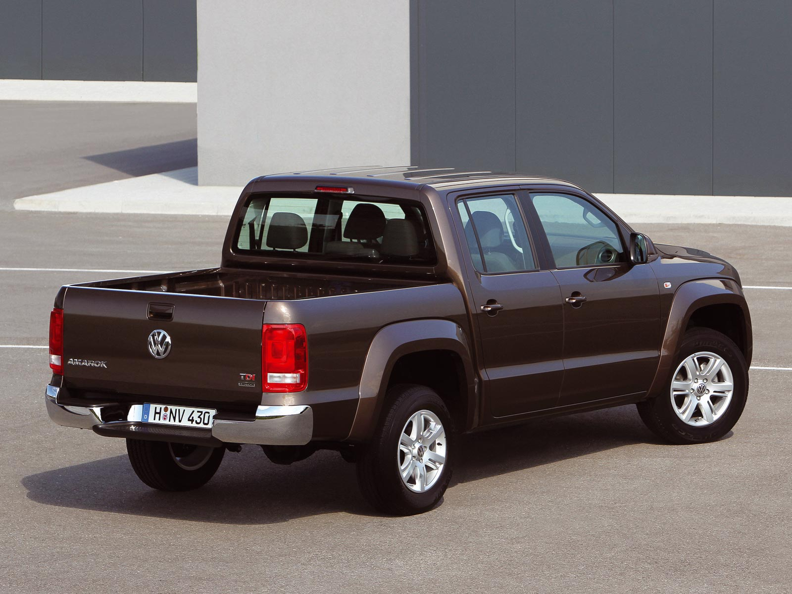 2010 vw amarok autoguru. Black Bedroom Furniture Sets. Home Design Ideas
