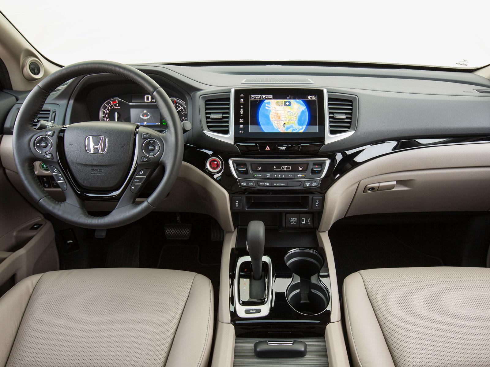 2016 Honda Ridgeline (c) Honda